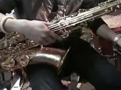 萨克斯现代演奏技巧视频教学篇_萨克斯如何演奏详细讲解